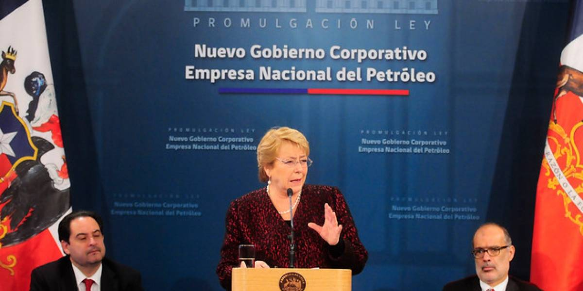 Bachelet promulga ley que modifica el directorio de Enap