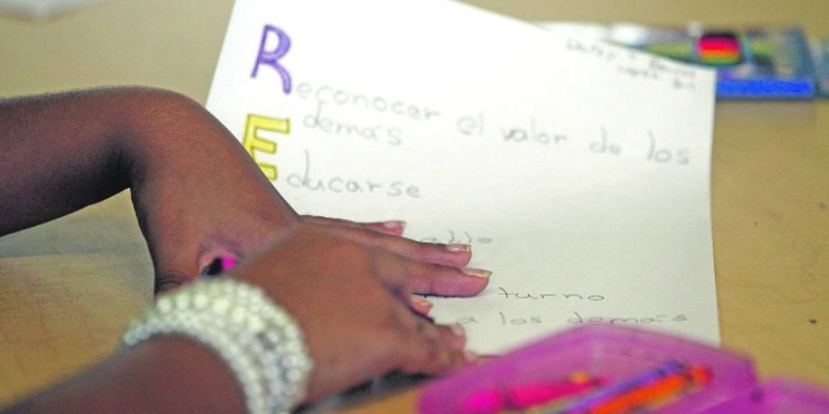 Modelo educativo local ayudaría a combatir abandono escolar en Domincana