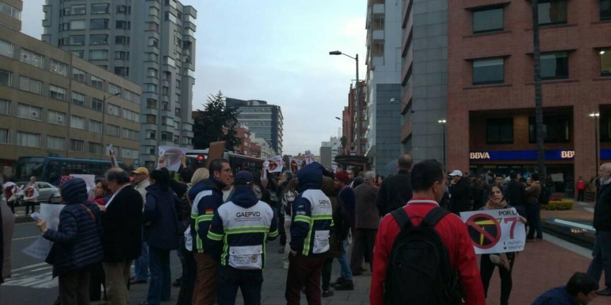 ¡Atención! Protesta de ciudadanos que se oponen a Transmilenio por la Séptima