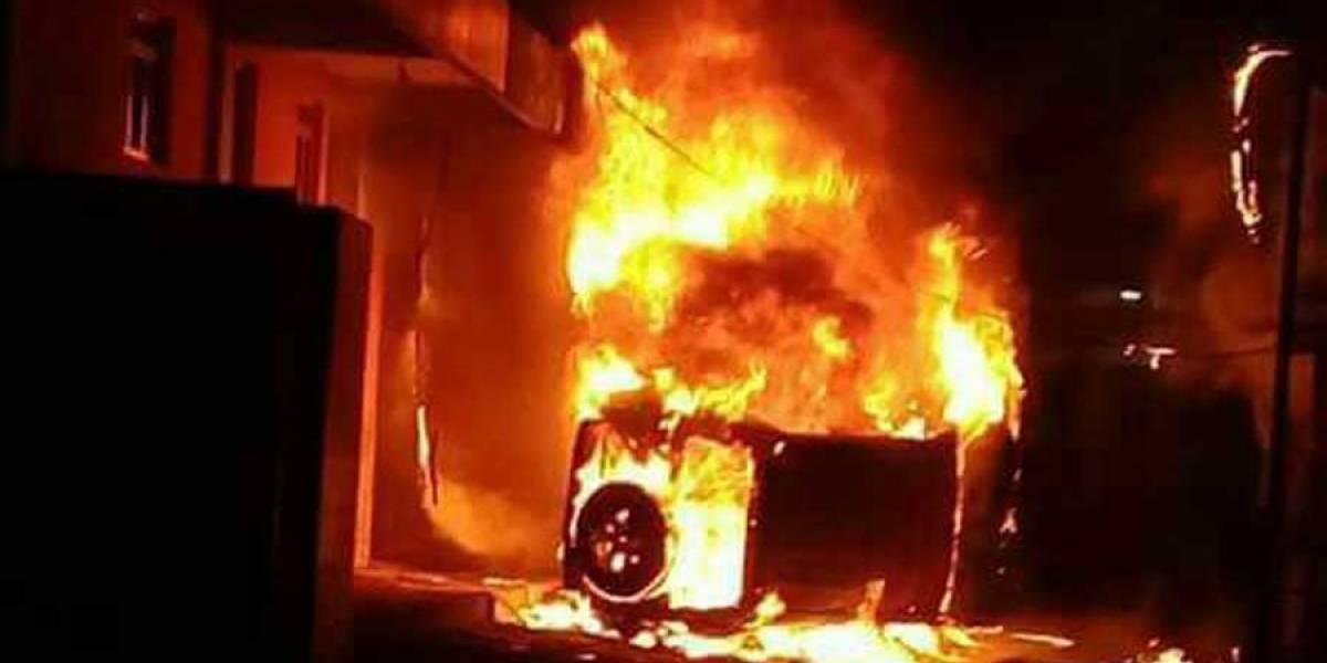 Queman un vehículo en Tecpán tras persecución de supuestos delincuentes