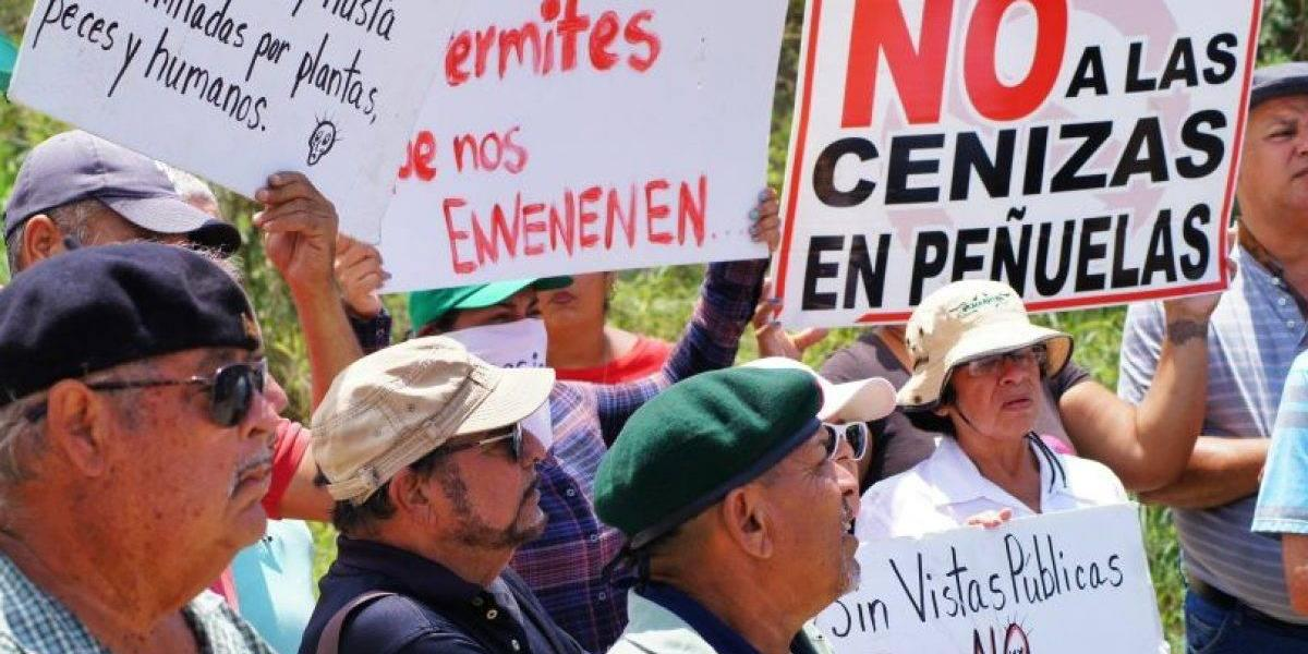 Cientos luchan contra las cenizas en Peñuelas