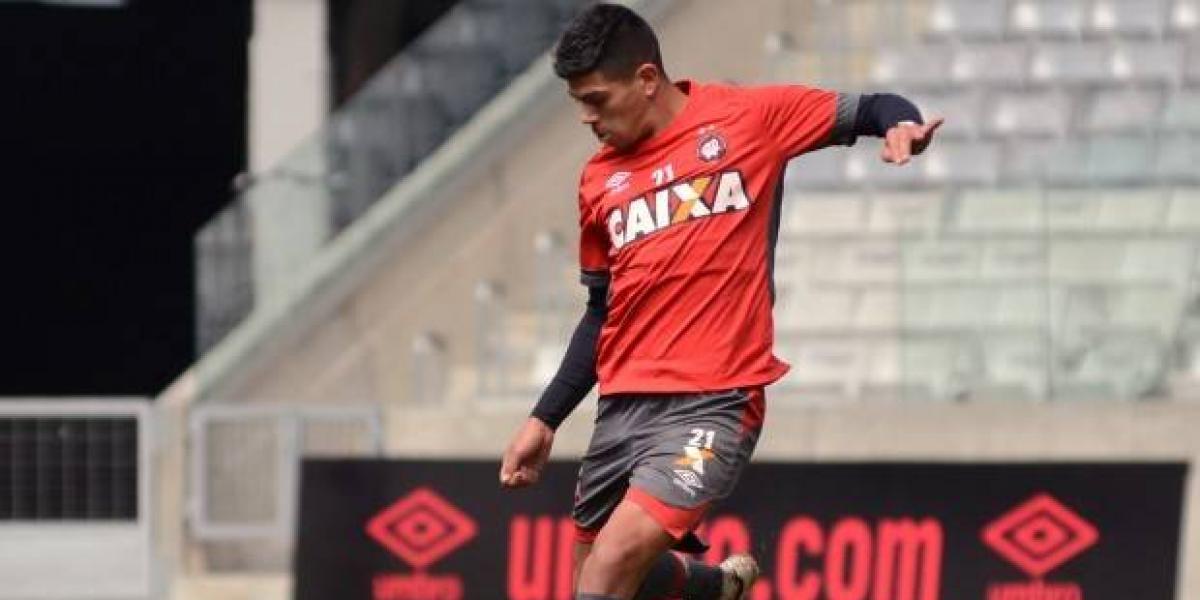 Esteban Pavez quedó listo para debutar en el fútbol brasileño