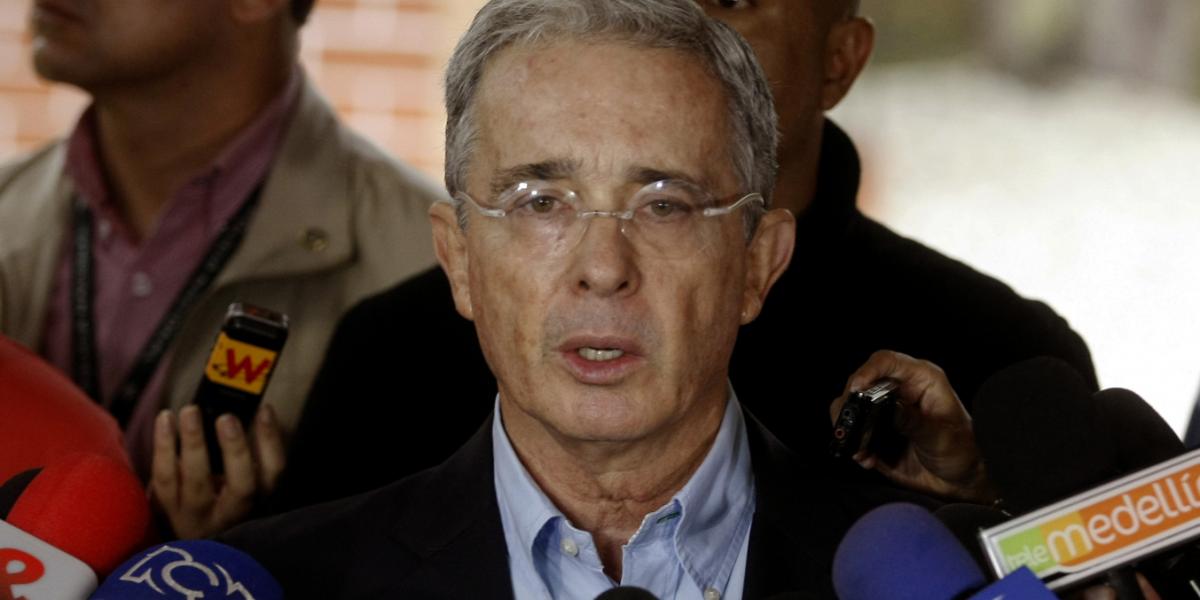 Álvaro Uribe convoca a las Fuerzas Armadas de Venezuela para que retiren de su cargo a Nicolás Maduro