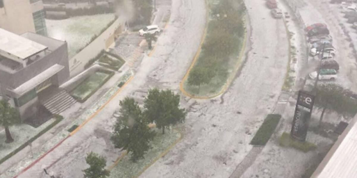 Fuertes lluvias y granizo generan caos vial en Guadalajara