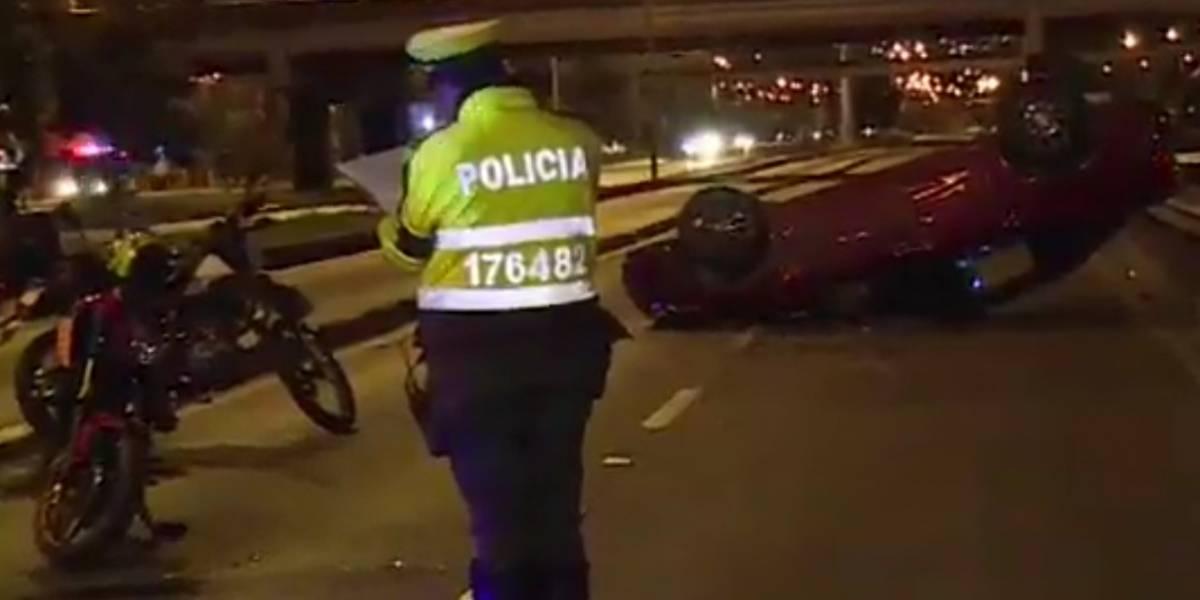 Ayudaba a dos motociclistas accidentados y se salvó de ser arrollado