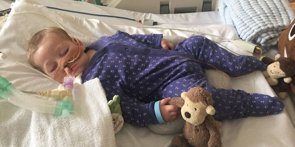 Padres del bebé británico con extraña enfermedad terminal confirman su muerte