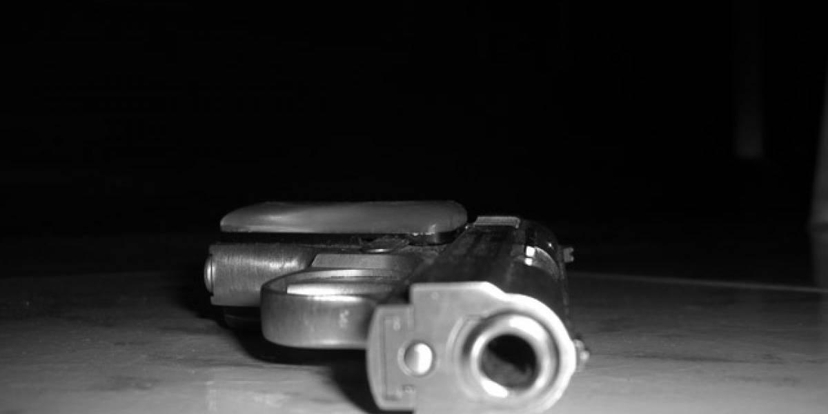Muere niña al dispararse por accidente el arma de su padre