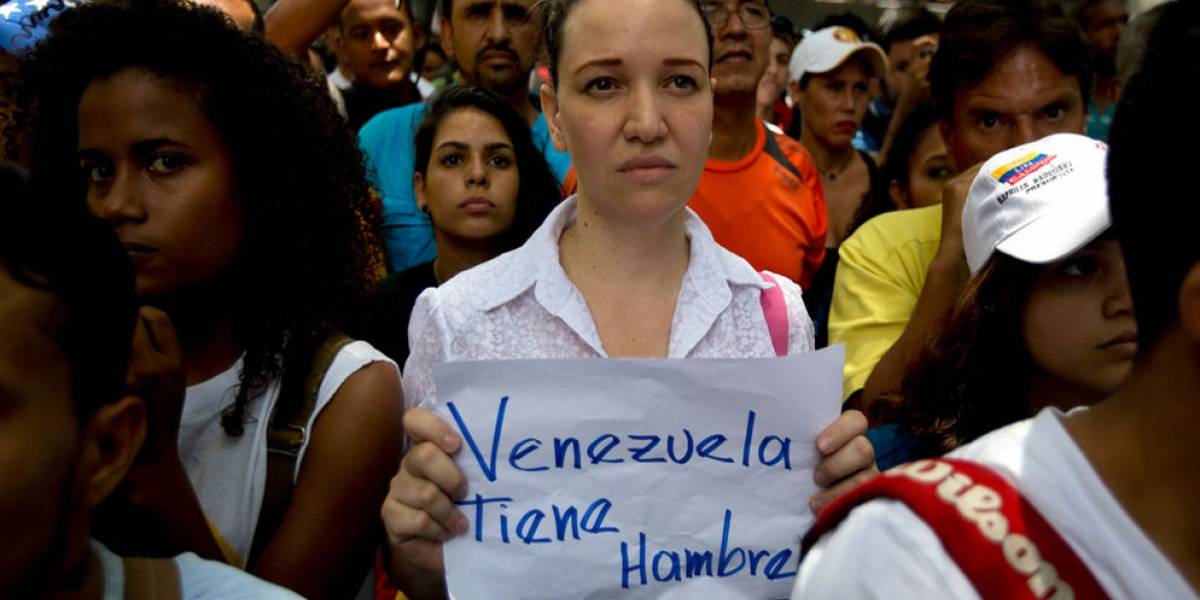 Cientos de venezolanos hacen fila para ingresar a Ecuador