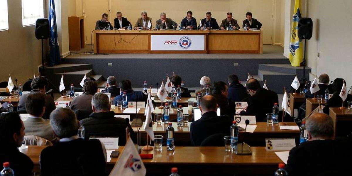 Nuevo escándalo: Fiscalía Nacional Económica investiga a clubes del fútbol chileno por colusión