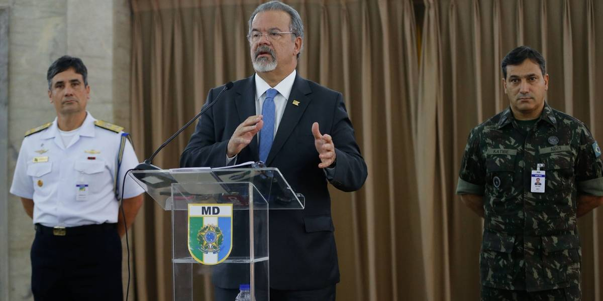 Brasil oferece aviões e navios para ajudar nas buscas por submarino argentino