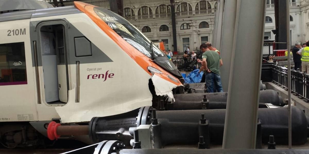 Tren choca al final de una vía en Barcelona