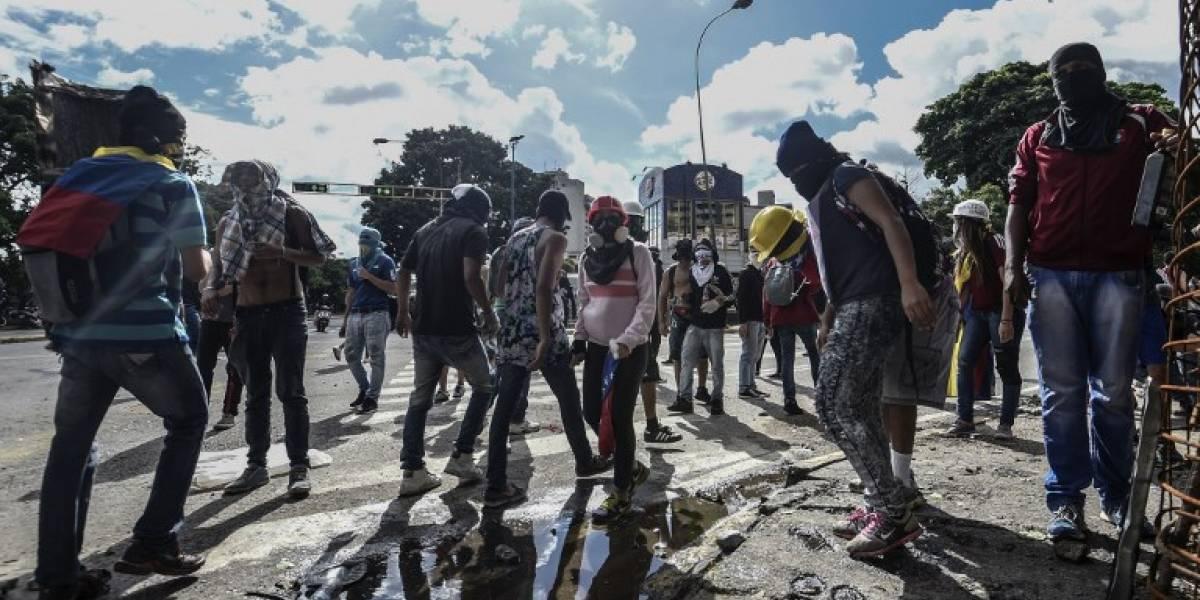 Amar en tiempos revueltos: insólita petición de matrimonio en Venezuela