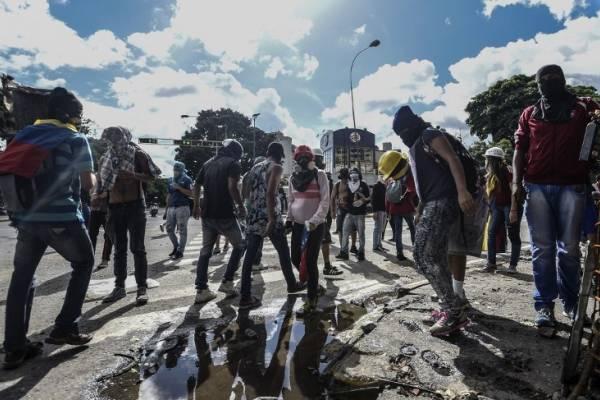 Matrimonio In Venezuela : Amar en tiempos revueltos: insólita petición de matrimonio en