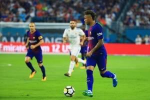 Neymar en una jugada del clásico