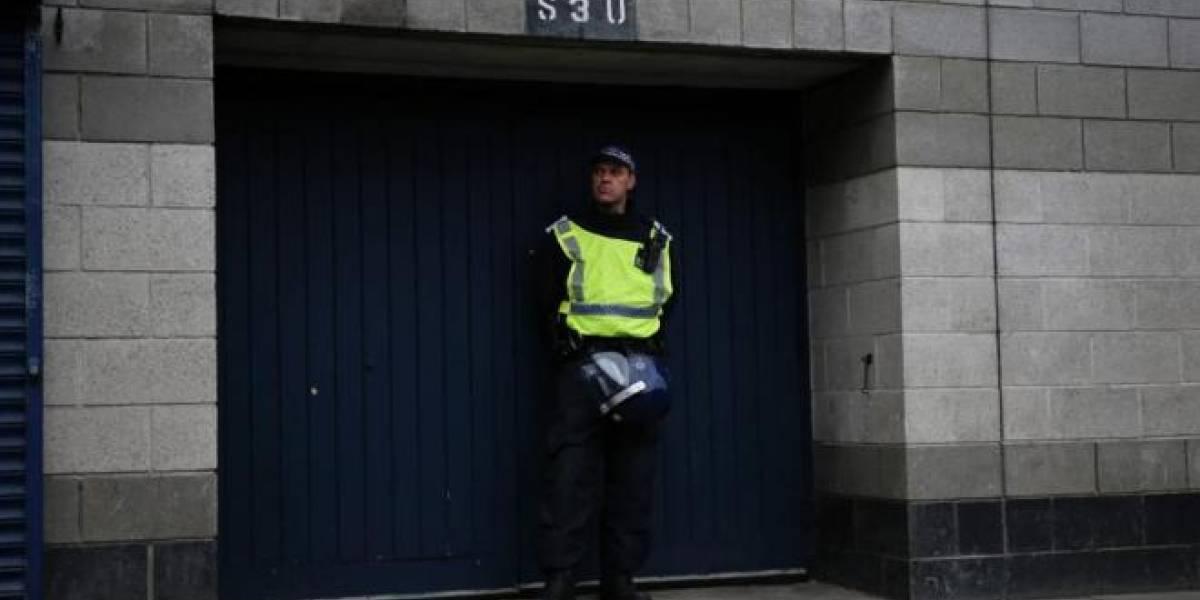 No le sirvió llorar ante el juez: chileno llevaba una semana en Inglaterra y fue condenado a prisión por robo