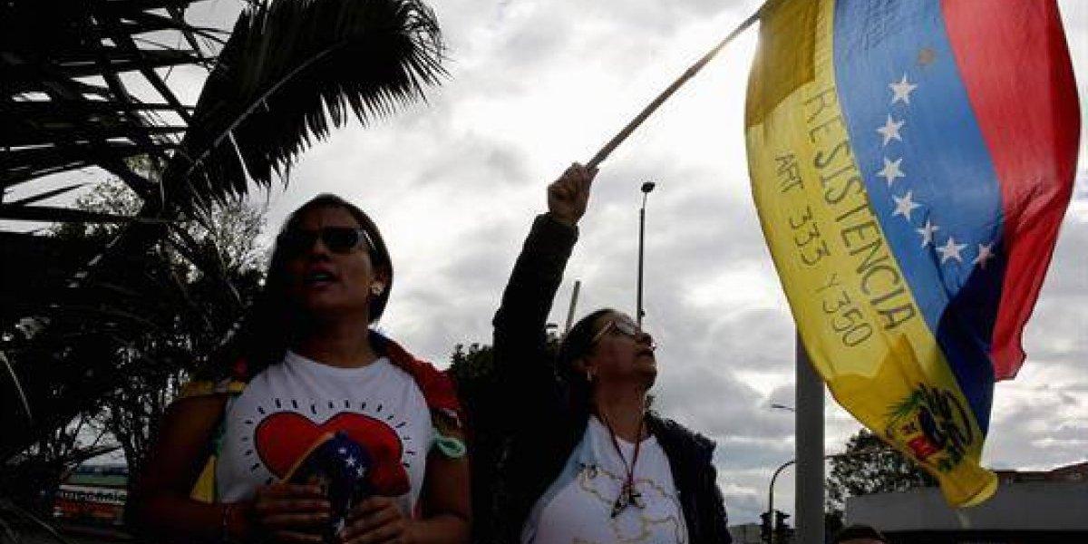 Magistrados venezolanos dejaron embajada de Chile: harán escala en Colombia antes de llegar a Santiago