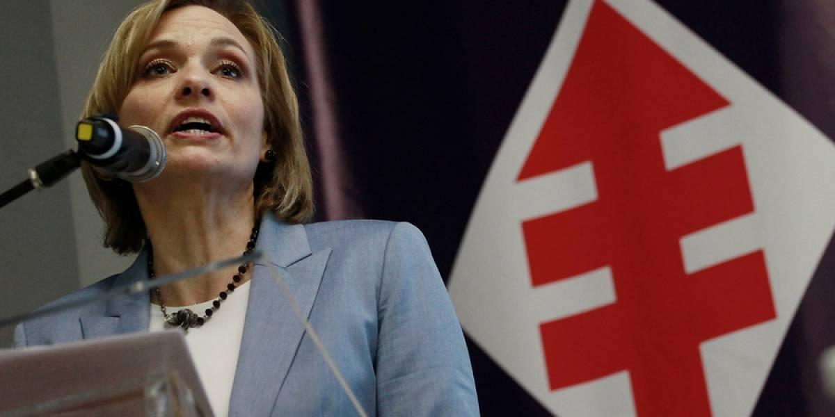 """""""Fuego amigo"""" a su candidatura denunció Carolina Goic en Junta Nacional DC"""
