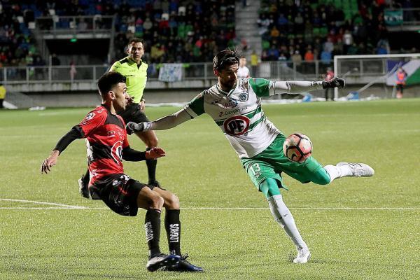 Sebastián Abreu marcó su primer gol en Chile / imagen: Agencia UNO