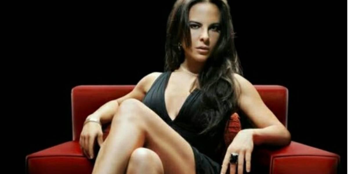 Kate del Castillo presume detalle íntimo y su perfecto bronceado en traje de baño