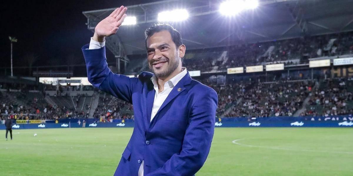 """FOTO. """"El Pescado"""" Ruizfelicita a Antigua GFC por el campeonato y sus fans reaccionan"""