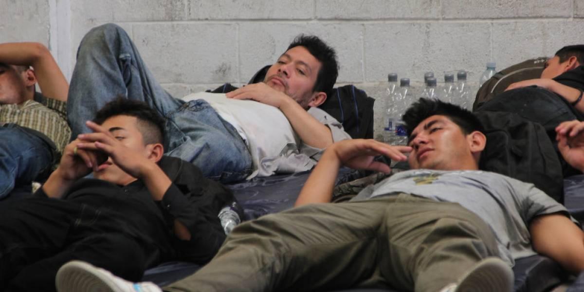Abandonan a 178 migrantes centroamericanos en carretera de Veracruz