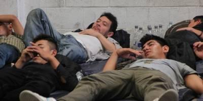 Abandonan a 178 migrantes sobre carretera de Veracruz