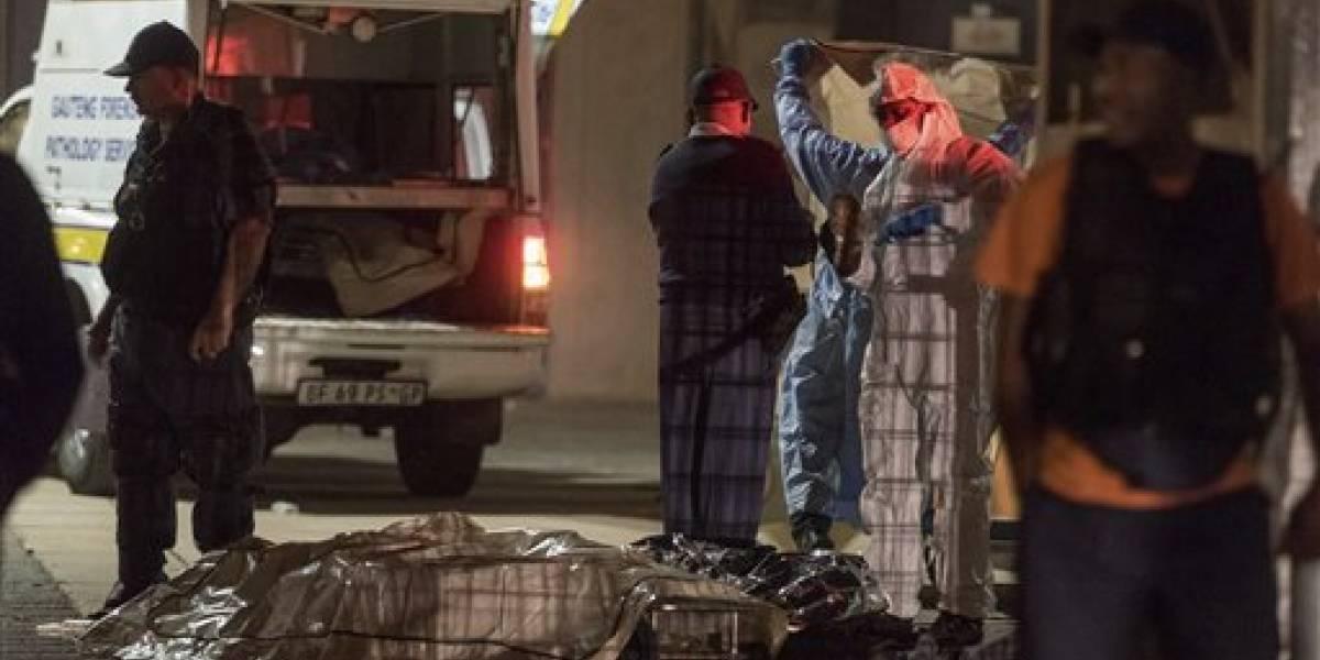 Mueren aplastados dos aficionados en un estadio de Sudáfrica