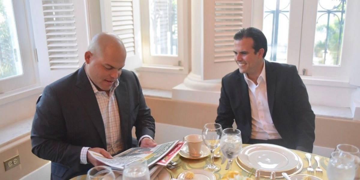Rosselló acompaña a Iván Rodríguez a ceremonia del Salón de la Fama