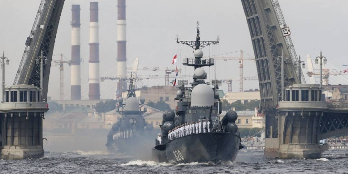Putin exhibe la poderosa fuerza naval de Rusia con impresionante desfile