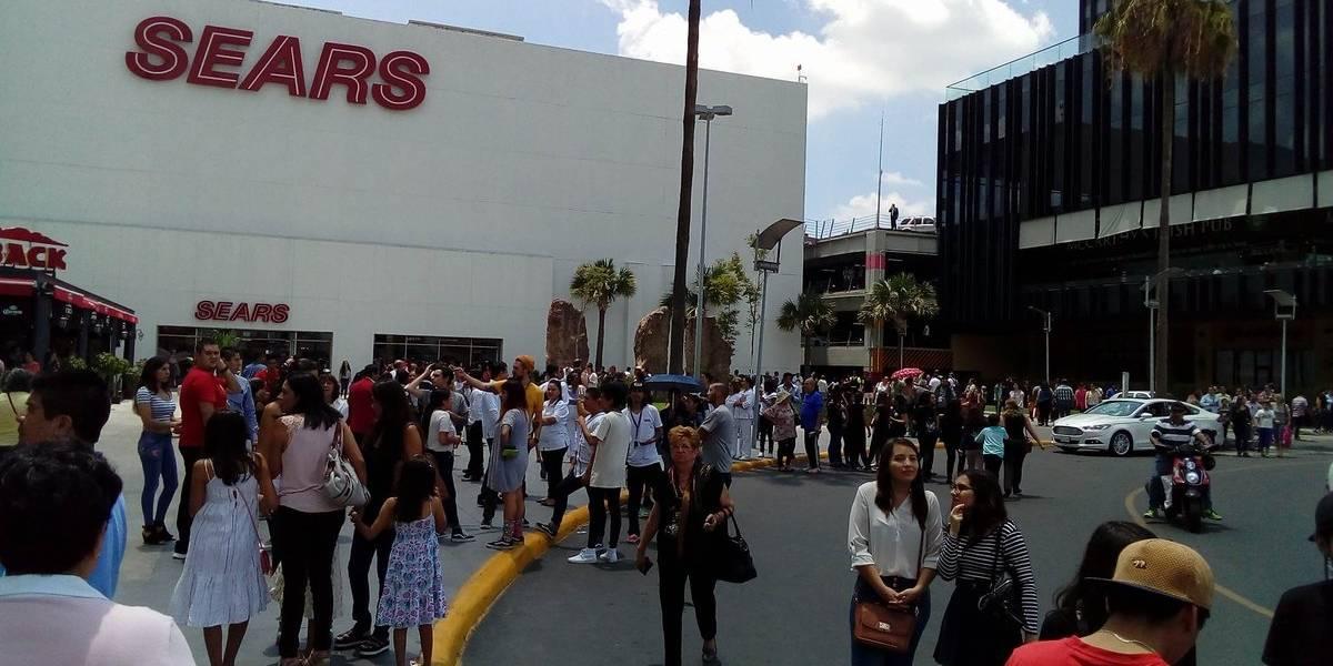 Evacúan Plaza Galerías de Zapopan por fuga de dióxido de carbono