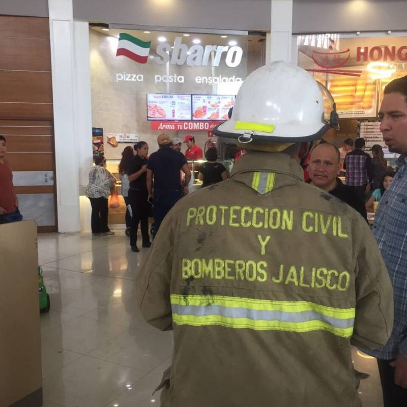 Fuga de dióxido de carbono provoca desalojo de Plaza Galerías