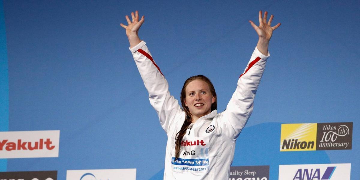 Nadadora estadounidense impone récord en Mundial de Budapest