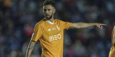 Tecatito Corona anotó en victoria del Porto