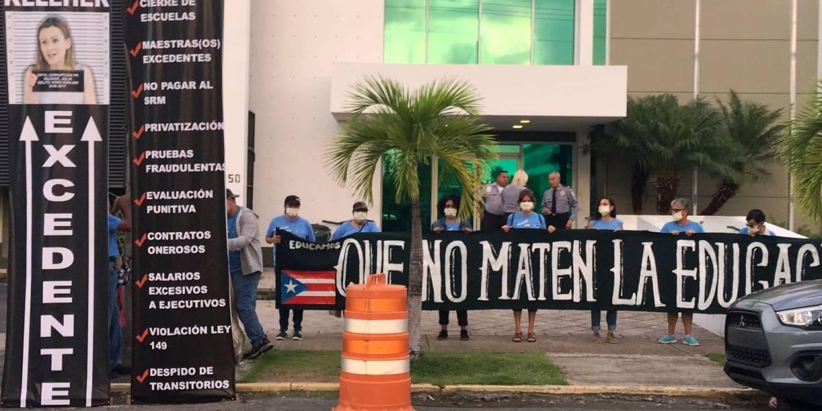 Maestros protestan frente a Educación