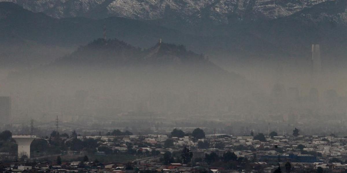 Santiago vulve a despertar bajo alerta ambiental
