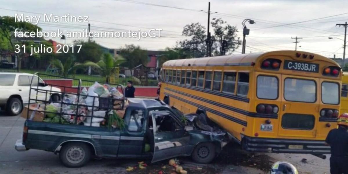 Cuatro estudiantes heridas tras colisión de autobús escolar