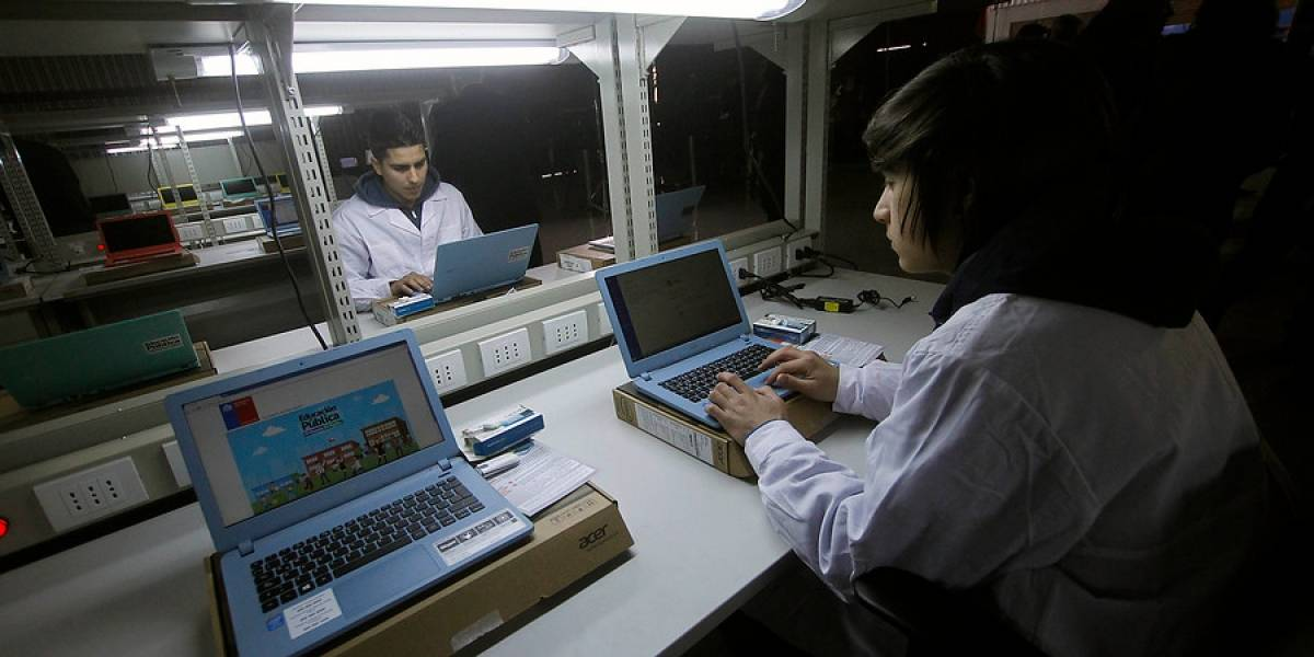 Radiografía a los jóvenes chilenos: cómo ven la tecnología y qué uso le dan