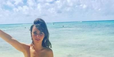 Natalia Téllez sorprende dejando su espalda al descubierto. Con Javier Poza