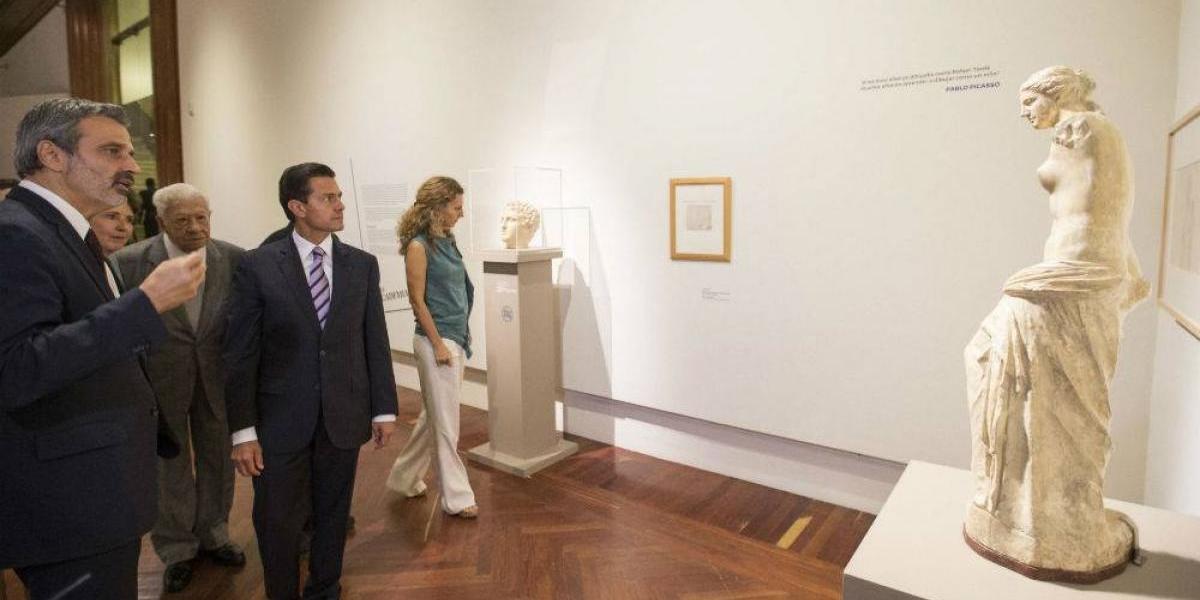 Peña Nieto y López Tarso recorren juntos exposición 'Picasso y Rivera'