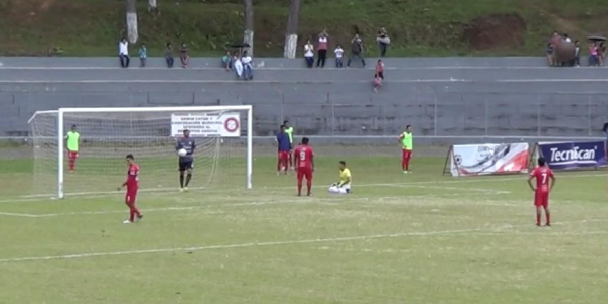 VIDEO. El portero de Carchá anotó un increíble gol que se volvió viral