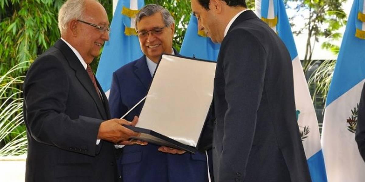 Gobierno condecora post mortem a Miguel Ángel Asturias