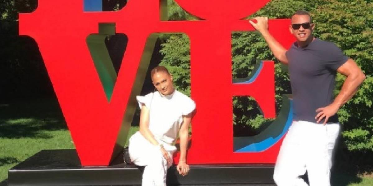 Jennifer López y su amor se van de paseo