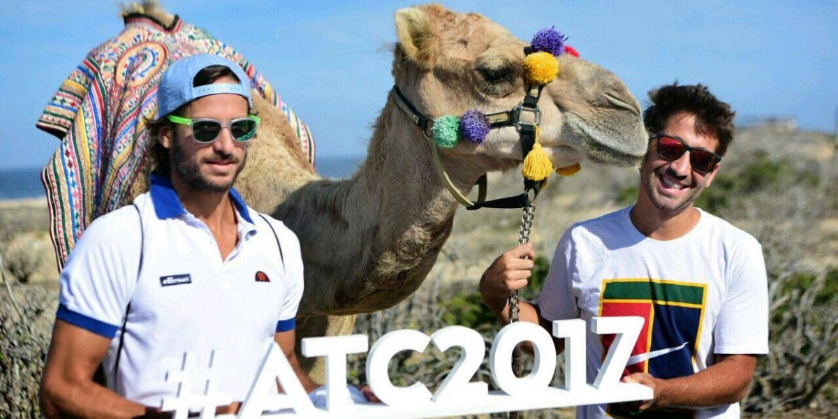 Feliciano López y Marc López pasean en camello, previo a Abierto Los Cabos 2017