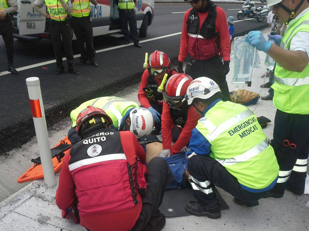 Bomberos Quito Bomberos en emergencia