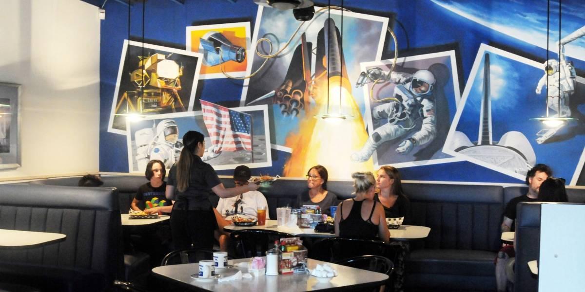 Auge espacial de los años 60 sigue vivo en restaurante en desierto de Arizona