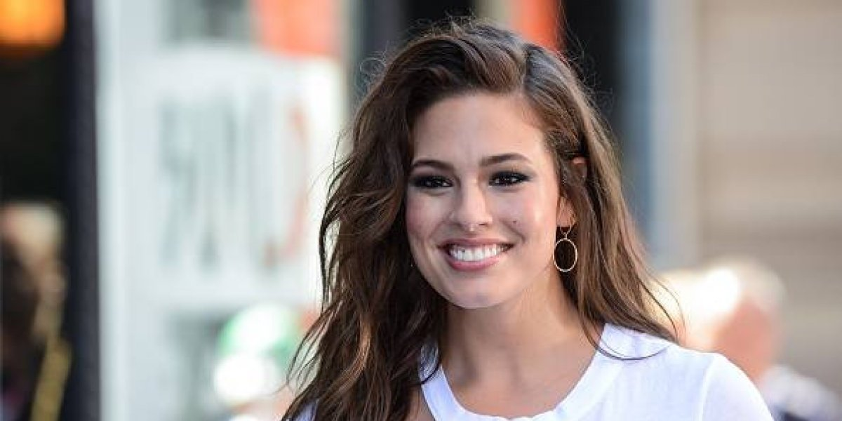 Fans de Ashley Graham afirman que traicionó sus curvas y se ve más delgada