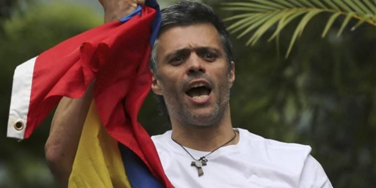 Policía venezolana saca de sus casas a dos líderes opositores