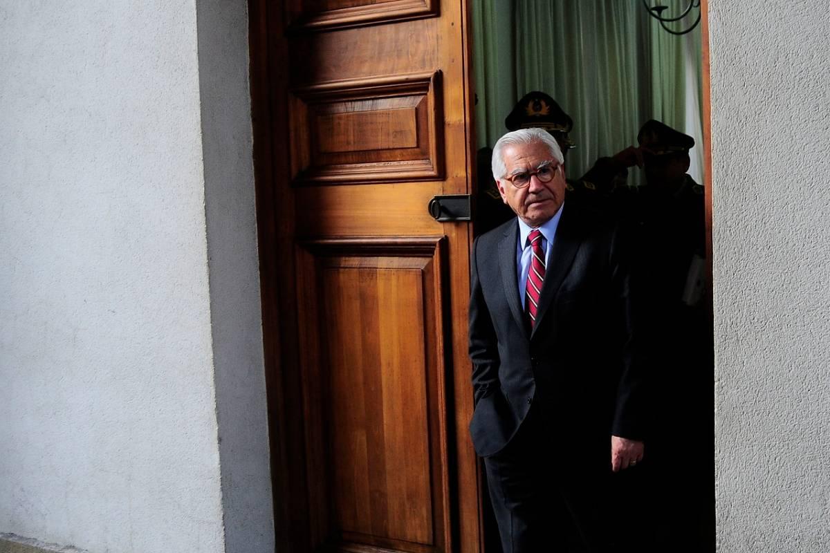 Mario fern ndez anuncia retiro de la pol tica y hace un for Como se llama el ministro del interior