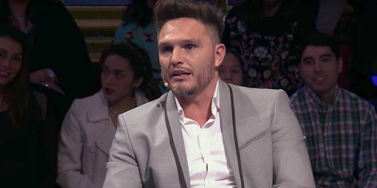 La divertida caída que sufrió Rafael Olarra en Fox Sports Radio
