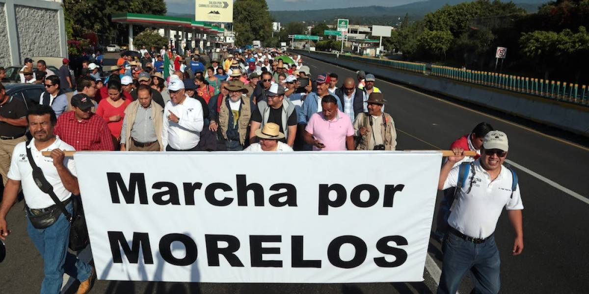 Marcha por Morelos llega a Segob; buscan destitución de Graco